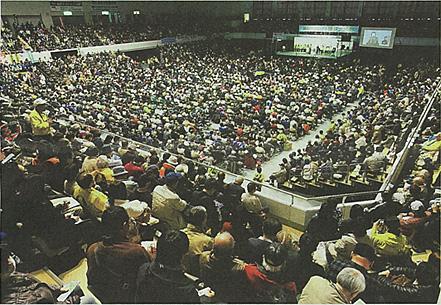 約7000人が集まった脱原発を求める集会=福島市