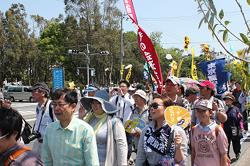 ▲2013年国民平和大行進の東京・広島コースが夢の島を出発