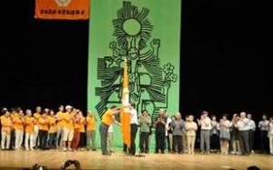 ▲「大会旗」の引き継ぎ 三重から富山に