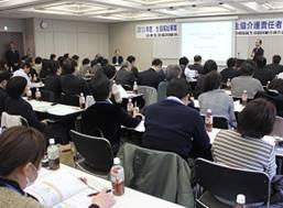 ▲朝川知昭課長の講演を聞く参加者たち