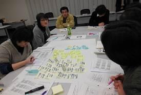 ▲グループ討議とまとめをする参加者