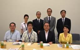 ▲(前列右から)吉田党首・福島副党首