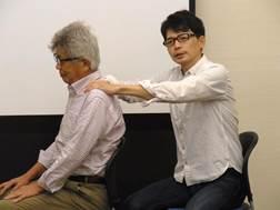 ▲脳いきいき班会(教室)の体操を学ぶ