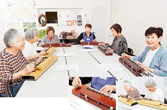 「コスモス憩いの家」で大正琴を借りられるので、気軽に参加できます