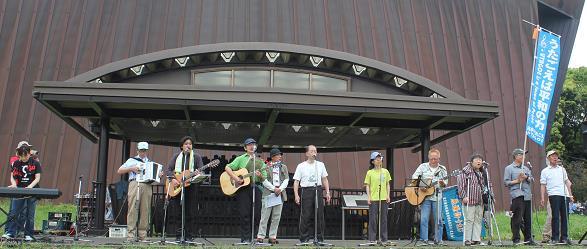 ▲オープニングコンサートは日本のうたごえの皆さん