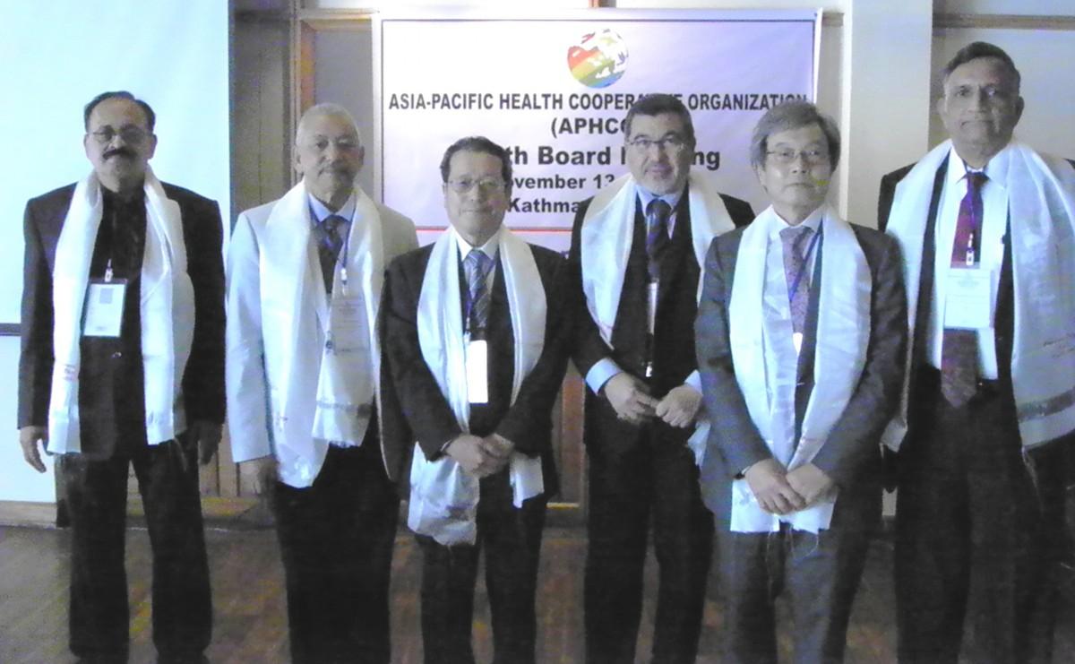 ▲APHCO理事会メンバー  左から3番目が藤原会長、5番目が髙橋理事